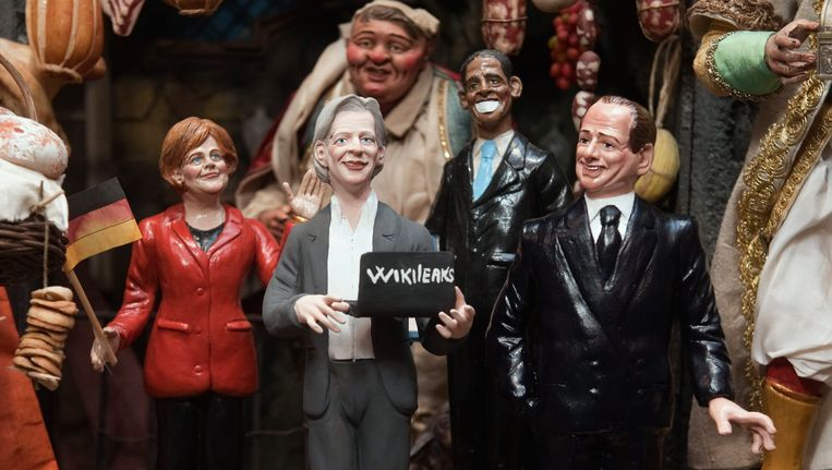 Een kerstfiguurtje van WikiLeaks-oprichter Julian Assange, ten midden van figuren van de Duitse bondskanselier Angela Merkel, de Amerikaanse president Barack Obama en de Italiaanse premier Silvio Berlusconi. Beeld ap