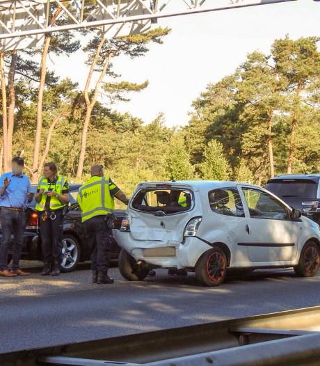 Drie auto's botsen op elkaar op de A2 richting Eindhoven