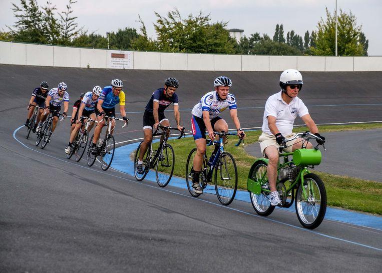 De wielrenners konden al eens oefenen op de piste van Wilrijk.