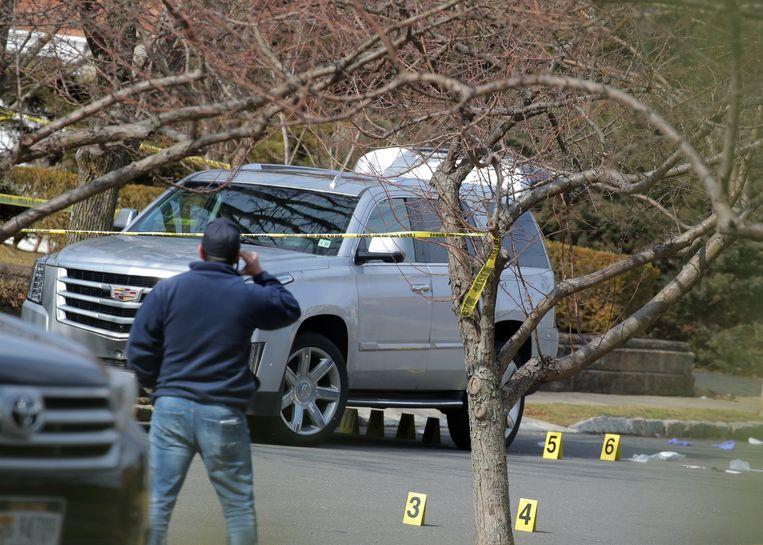 Francesco 'Franky Boy' Cali werd  beschoten aan zijn Cadillac Escalade. De SUV stond geparkeerd aan zijn statige villa in Staten Island.