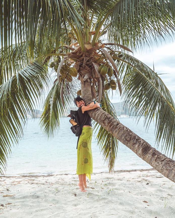 Sorelle (28) kreeg de gewilde baan - ze liet 17.000 andere kandidaten achter zich.  Hier is ze op Fiji.