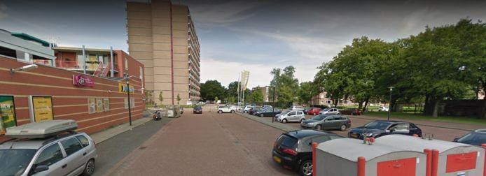 De parkeerplaats waar de mishandeling maandagavond plaatsvond.