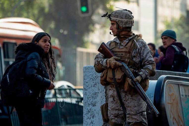 Chileense soldaten in de straten van Santiago.