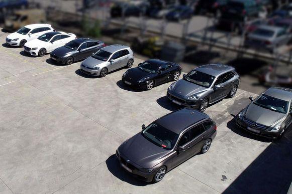 Acht van de dertien in beslag genomen auto's van de drugsbende