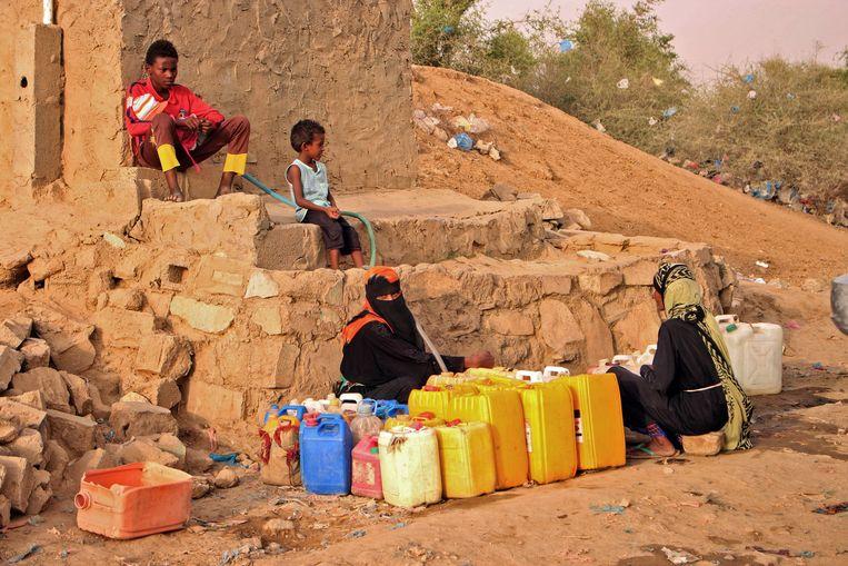 In Jemen hebben de sjiitische Houthi-rebellen de terugtrekking uit de belangrijke havenstad Hodeida in gang getrokken, zo meldden ze vandaag zelf.