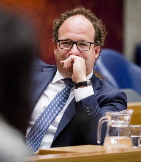 VVD maant Koolmees om valsspelers inburgering
