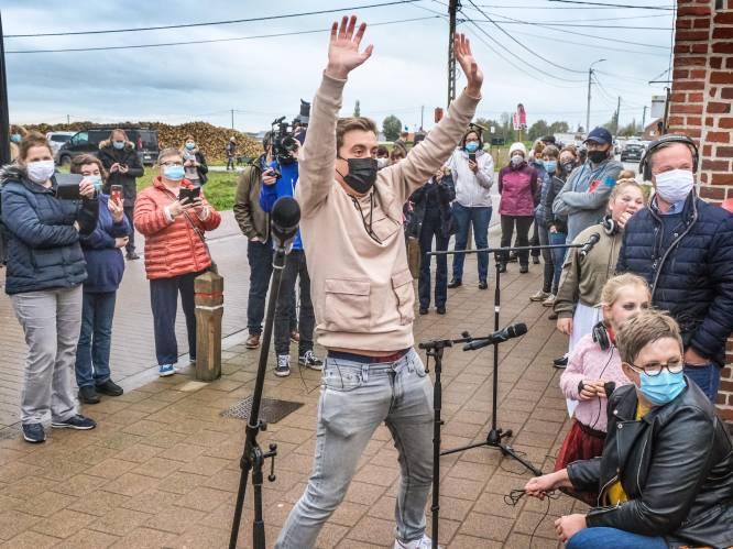 """Eléonore (11) en Célestine (7) verloren in februari mama aan kanker, Niels Destadsbader verrast hen vandaag met concert: """"Ze keek mee van hierboven"""""""