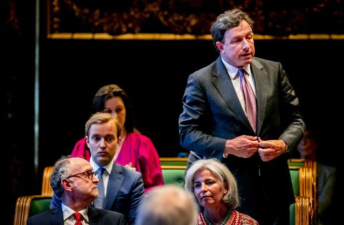 Eerste Kamerlid Paul Frentrop (FvD) tijdens zijn installatie in de nieuwe Eerste Kamer. Inmiddels is hij fractievoorzitter.