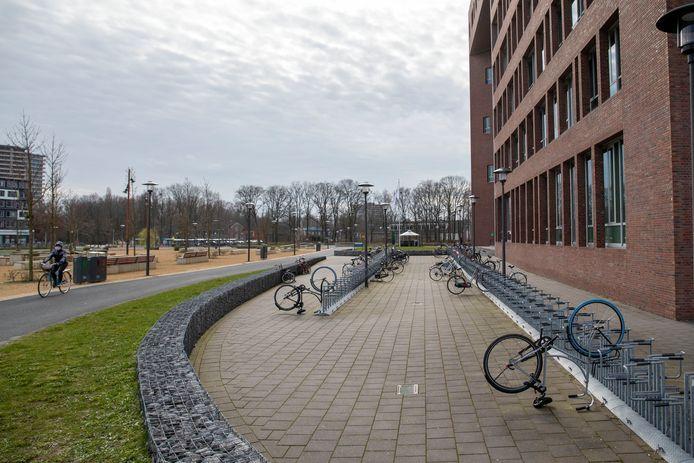 Normaal is dit fietsenrek op de campus van Wageningen Universiteit afgeladen.