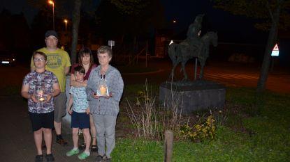 Overlijden van burgemeester wordt herdacht met lichtjes overal in Waasmunster