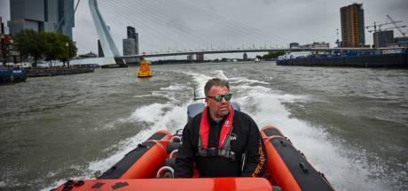 Marc van der Veen vaart al 18 jaar met snelle RIB door Rotterdam. 'Vaarregels zijn gedateerd'