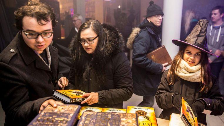 Om middernacht mocht Scheltema beginnen met de verkoop van het nieuwe Harry Potter-boek. Beeld Amaury Miller