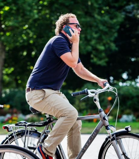 Alphen en Gouda koplopers met boetes voor appen op de fiets