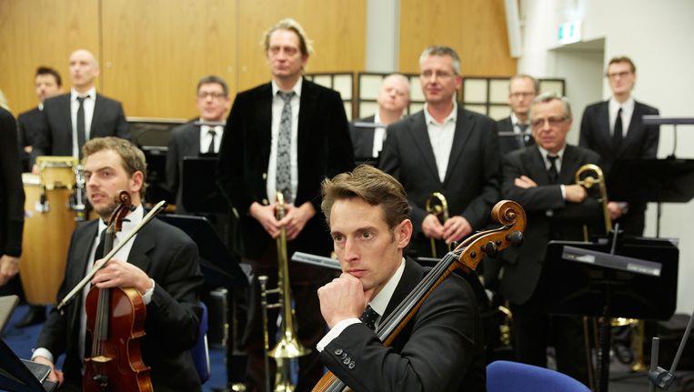 Het Metropole Orkest speelde in Nieuwspoort een concert als protest tegen de bezuinigingen op de kunstsector, 18 december 2012 Beeld Foto Martijn Beekman