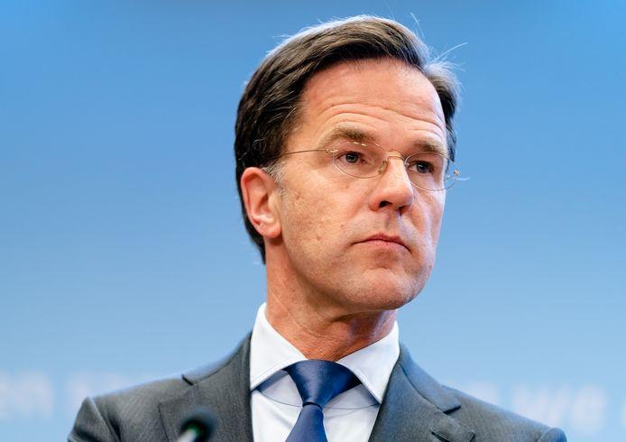Premier Mark Rutte en Minister Hugo de Jonge van Volksgezondheid, Welzijn en Sport (CDA) tijdens een persconferentie op het ministerie van Veiligheid en Justitie, na een overleg van de Ministeriele Commissie Crisisbeheersing (MCCb) over het coronavirus.