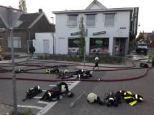 Grote brand verwoest deel pand van Asya Bakkerij in Waalwijk: 'Ik had net mijn kapsalon extra kip betaald'