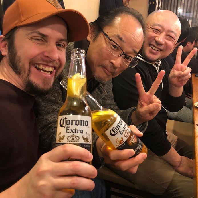 Ron Korving (links) toen hij nog kon lachen om corona