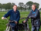Heetense fietsmaten trappen met stroom mee in Sallandse Fiets4daagse