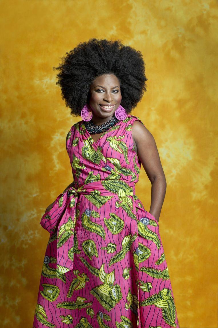 Dominique Snip draagt een jurk van Vlisco-stof, ontworpen door Lady Africa. Beeld Maartje Geels
