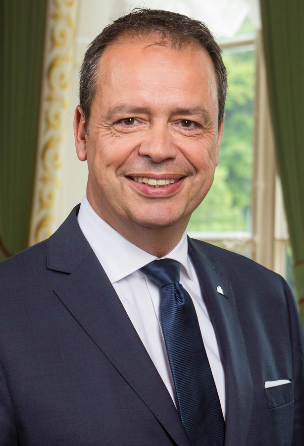 Jack van der Hoek volgt 12 mei Gerard Rabelink op als burgemeester van Schouwen-Duiveland