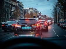 Auto ruimt ook veld op Nieuwezijds Voorburgwal