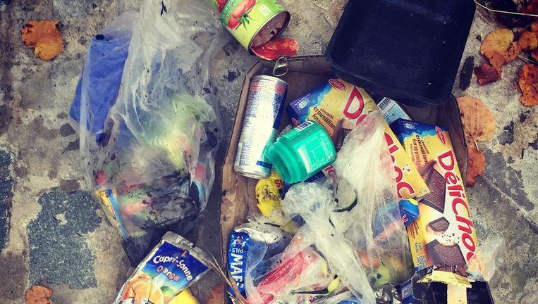 Snoeppapiertjes, lege blikjes, plastiek en karton: dit verzamelde Ruben Van Gucht na zijn wandeling.