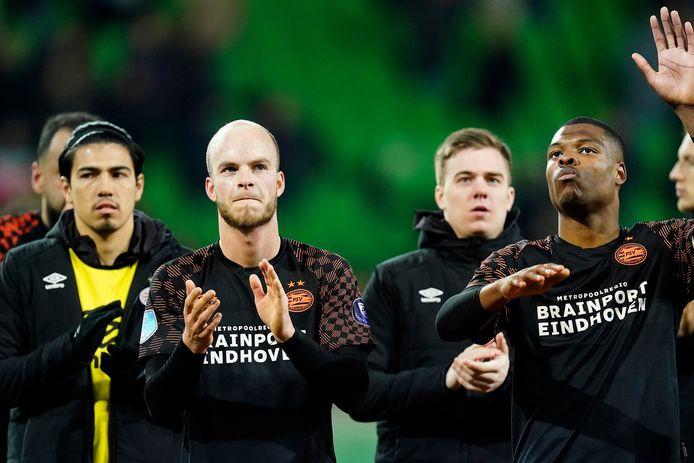 PSV bedankt het publiek na de zege bij FC Groningen.