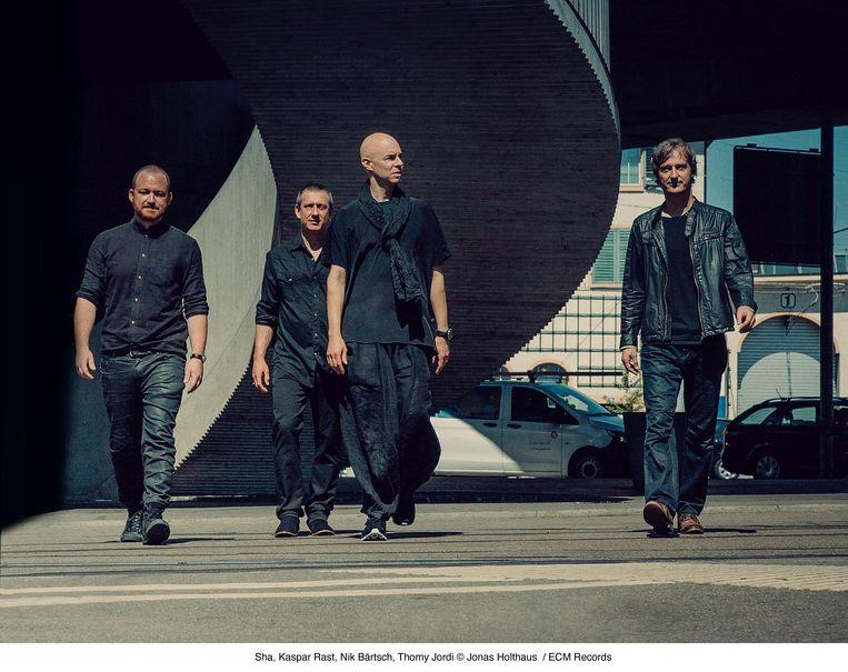 Jazzkwartet Ronin met pianist Nik Bärtsch, tweede van links. Beeld Jonas Holthaus / ECM records