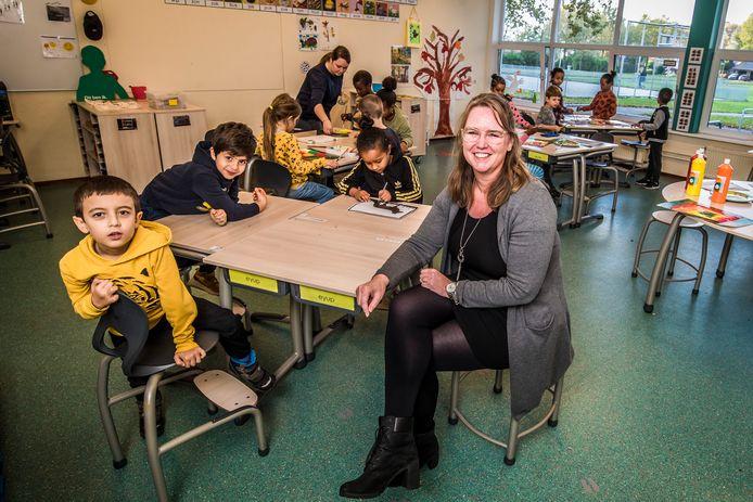 Directeur Sasakia van den Bos van basisschool De Horizon in Hengelo.