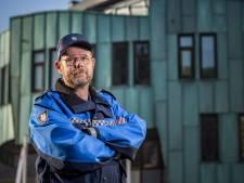 Handhaver Klaas en zijn elf collega's in Zutphen krijgen een coronabonus van 300 euro: 'Handhaven niet altijd even leuk'