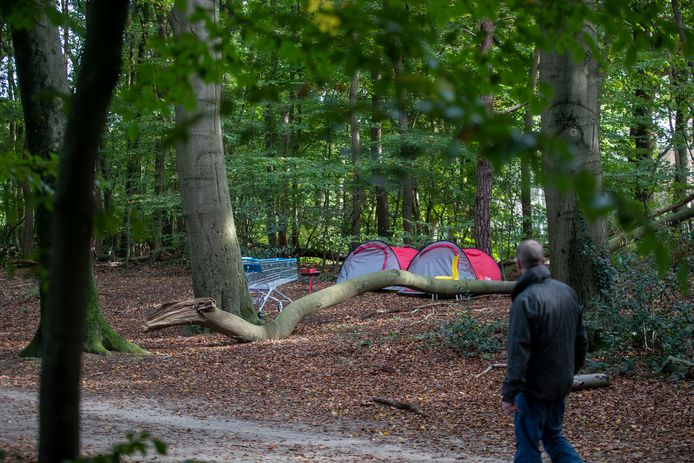 Daklozen zetten eerder tentjes op bij het Kazerneterrein.