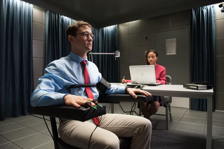 Joseph Gordon-Levitt als Edward Snowden in Snowden. Beeld