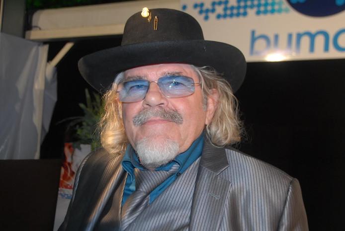 Bennie Jolink, de excentrieke frontman van Normaal.