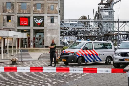 De politie houdt de wacht bij de Maassilo