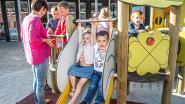 Kinderen testen nieuwe speeltoestellen uit op eerste schooldag