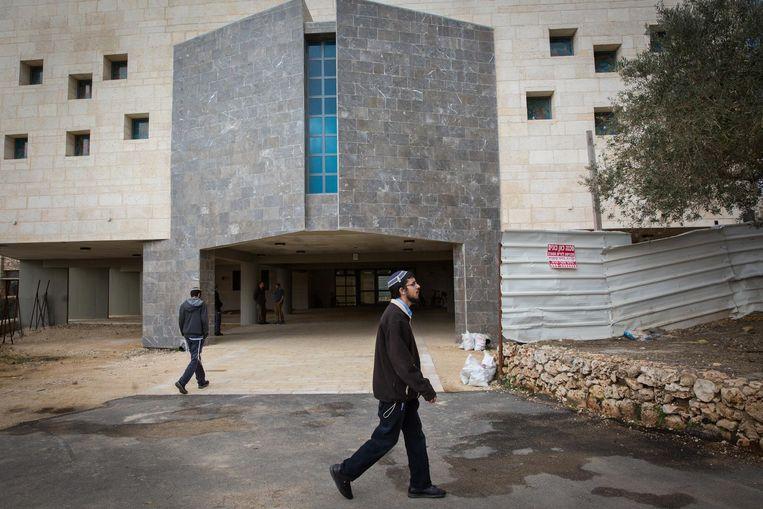 Het gebrouw van de Yeshiva, de grootste religieuze onderwijsinstelling in Beit El. Beeld Cigdem Yuksel