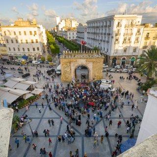 op-het-oerol-van-tunesi%C3%AB-droomt-de-jeugd-van-een-nieuwe-omwenteling