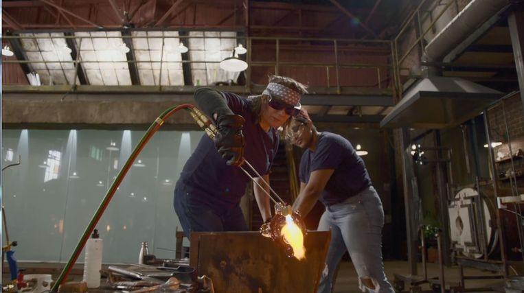 Blown away is een talentenjacht voor glasblazers. Beeld