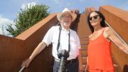 Jaar na aanslag op Vlooybergtoren : zwevende trap die straalt in volle glorie lokt duizenden toeristen