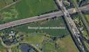 Een van de twee percelen waar het Groen Ontwikkelfonds Brabant een voedselbos wil ontwikkelen ligt in de oksel van de A59 en de weg Treurenburg.