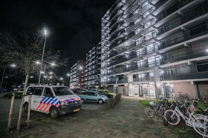 Politie is in de 12e straat Tolhuis in Nijmegen vanwege een steekpartij.