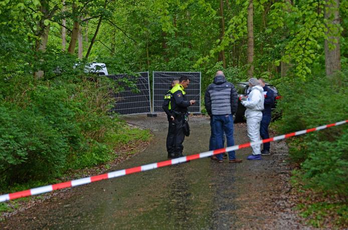 Dode in Scheveningse Bosjes. De politie doet onderzoek.