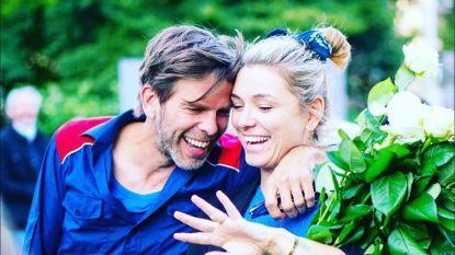 """Evi Hanssen ten huwelijk gevraagd door vriend Kurt: """"Ja, natuurlijk!"""""""