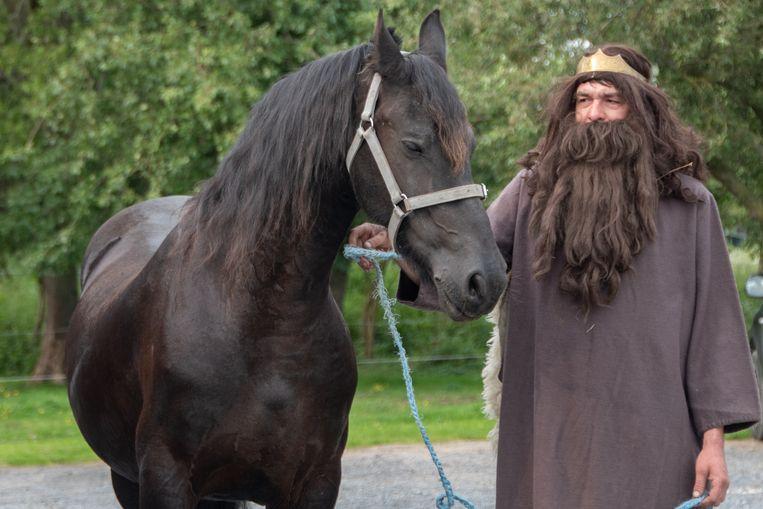 Steven als de heilige Jan-Baptiste met het paard waarmee hij zondag voor de twintigeste keer de ommegang leidt