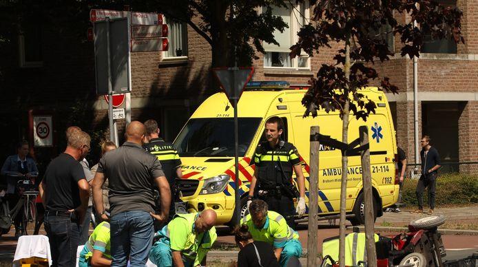 Bestuurder scootmobiel gewond na botsing met bestelauto in Oss