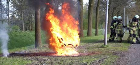 Zitbankje gaat in vlammen op in Almelo