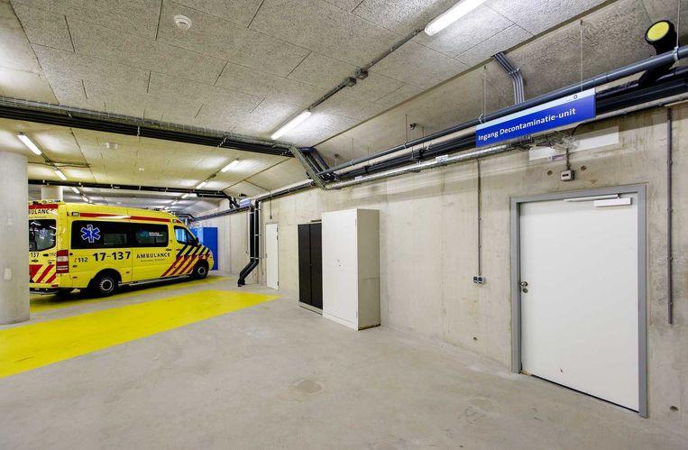 De ingang van de decontaminatie-unit van het Erasmus Medisch Centrum. Op deze afdeling worden medewerkers die met ebola-patienten in aanraking zijn geweest ontsmet. Beeld anp