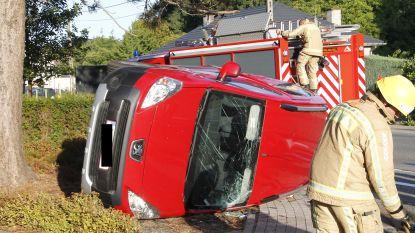 Automobilist lichtgewond na botsing met vrachtwagen in Aalstersestraat