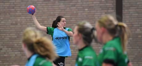 Handbalsters MHV mogen de zaal in: eerst stevig trainen, daarna stevig poetsen