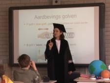 Professor heeft voor één dagje wat jongere toehoorders: Delftse basisscholen krijgen TU op bezoek